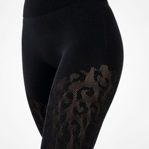 🔥🖤 Fabletics Black Jacquard Sculptknit leggings